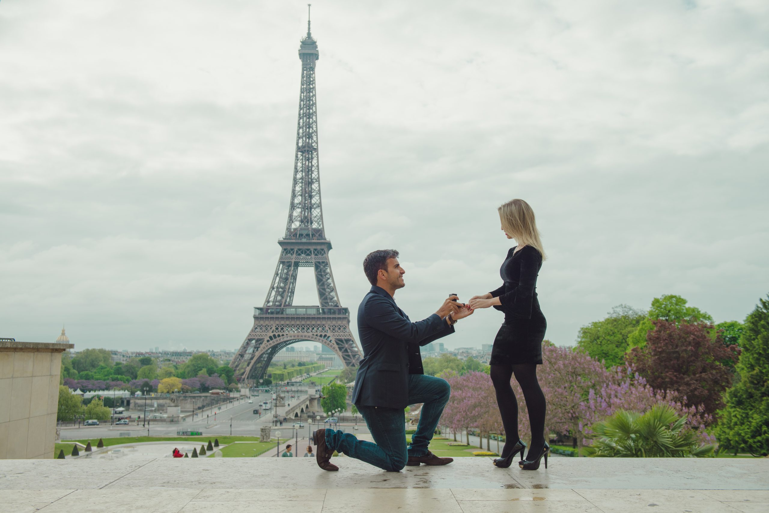 dorothee-le-goater-eiffel-tower-proposal-in-paris-01
